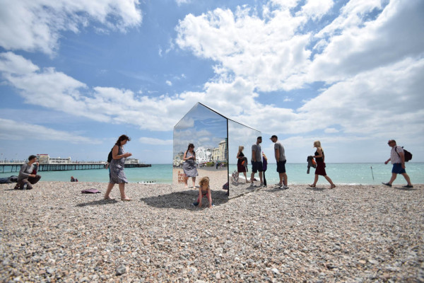 Mirrored-Beach-Hut-ECE-Architecture-4
